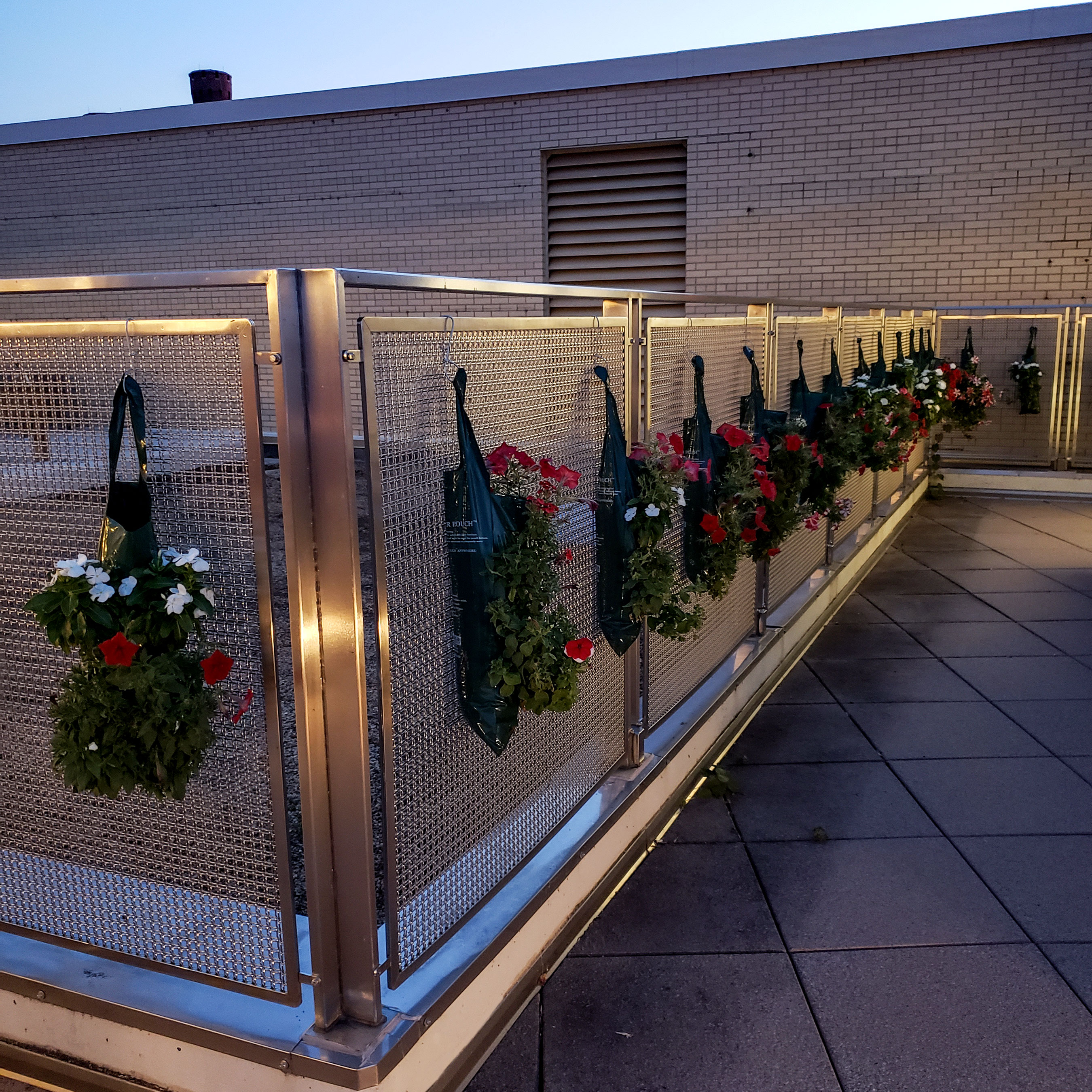 The gating, using Banker Wire's M22-22, around the roof of the Pyle Center is hung with plants for an event.