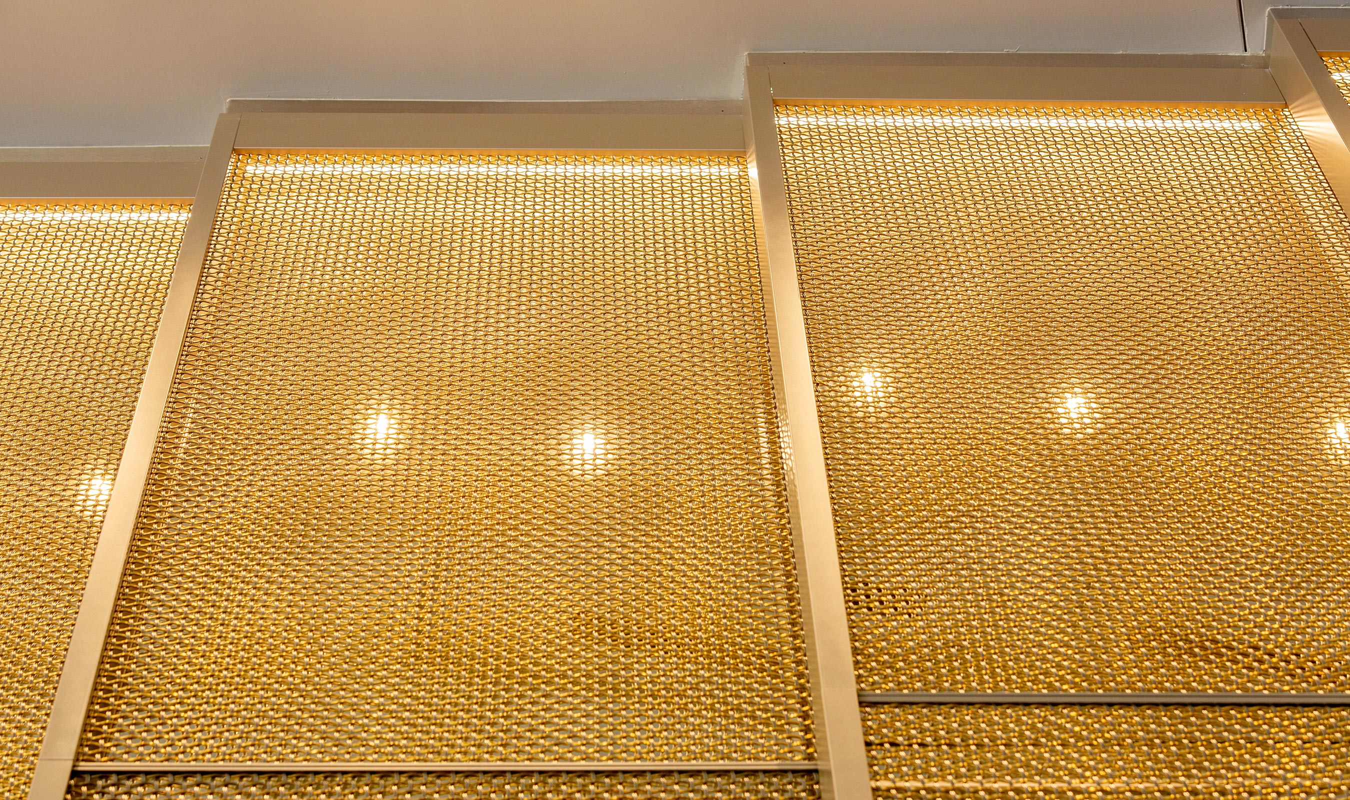 M22-80 decorative wire mesh woven in stainless steel and brass for wall panels