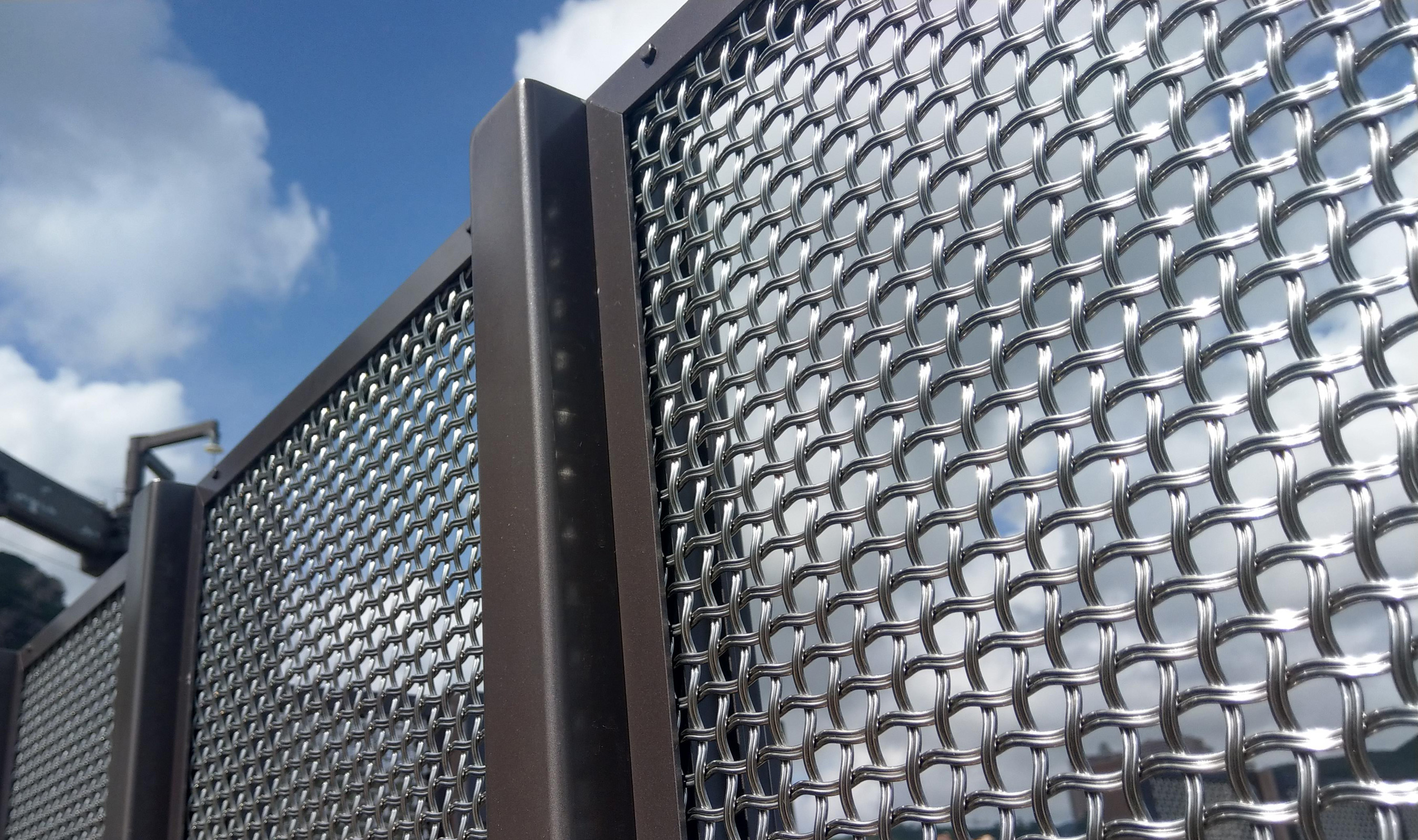 M22-83 wire mesh rooftop fence screen