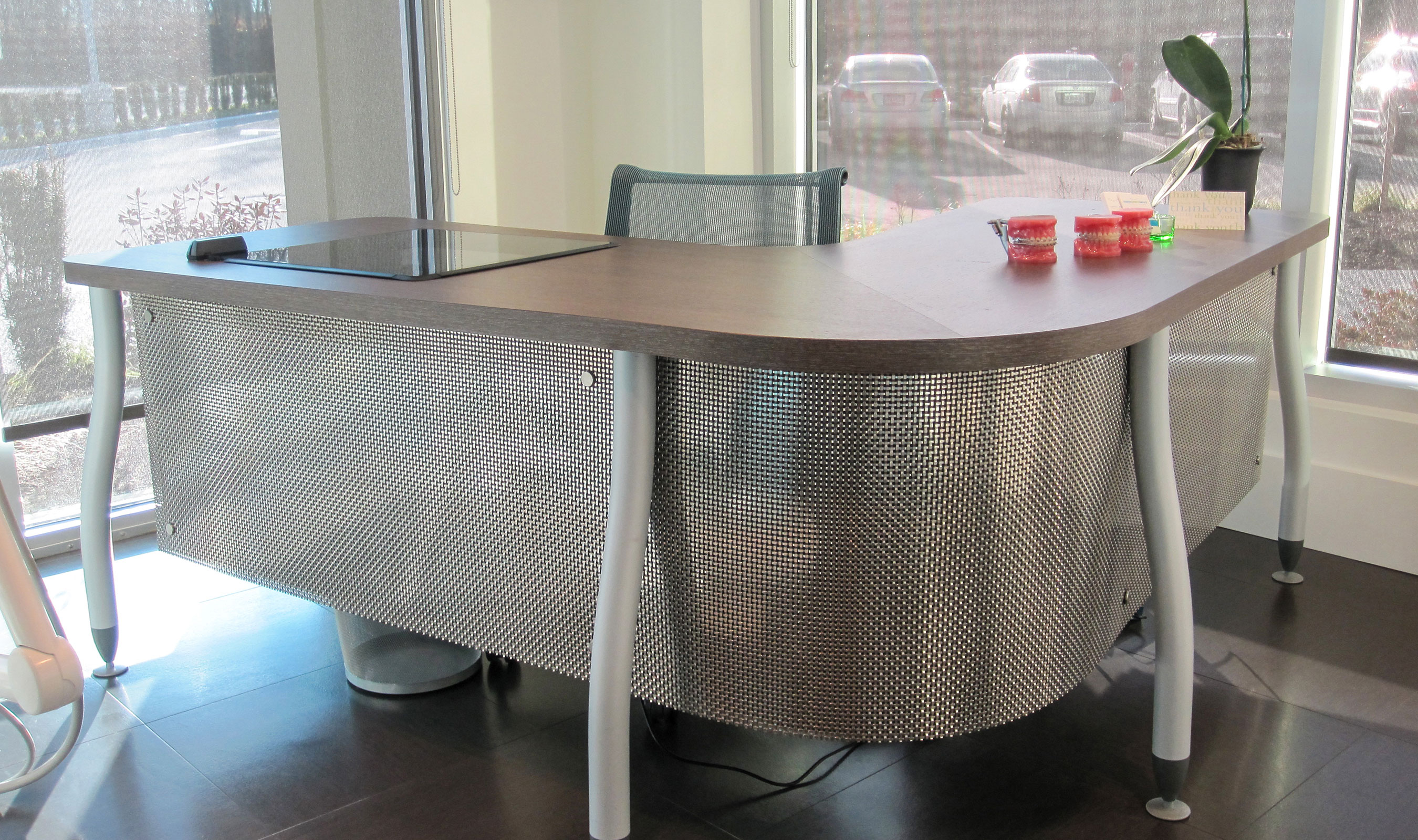 S-12 SS wire mesh desk front