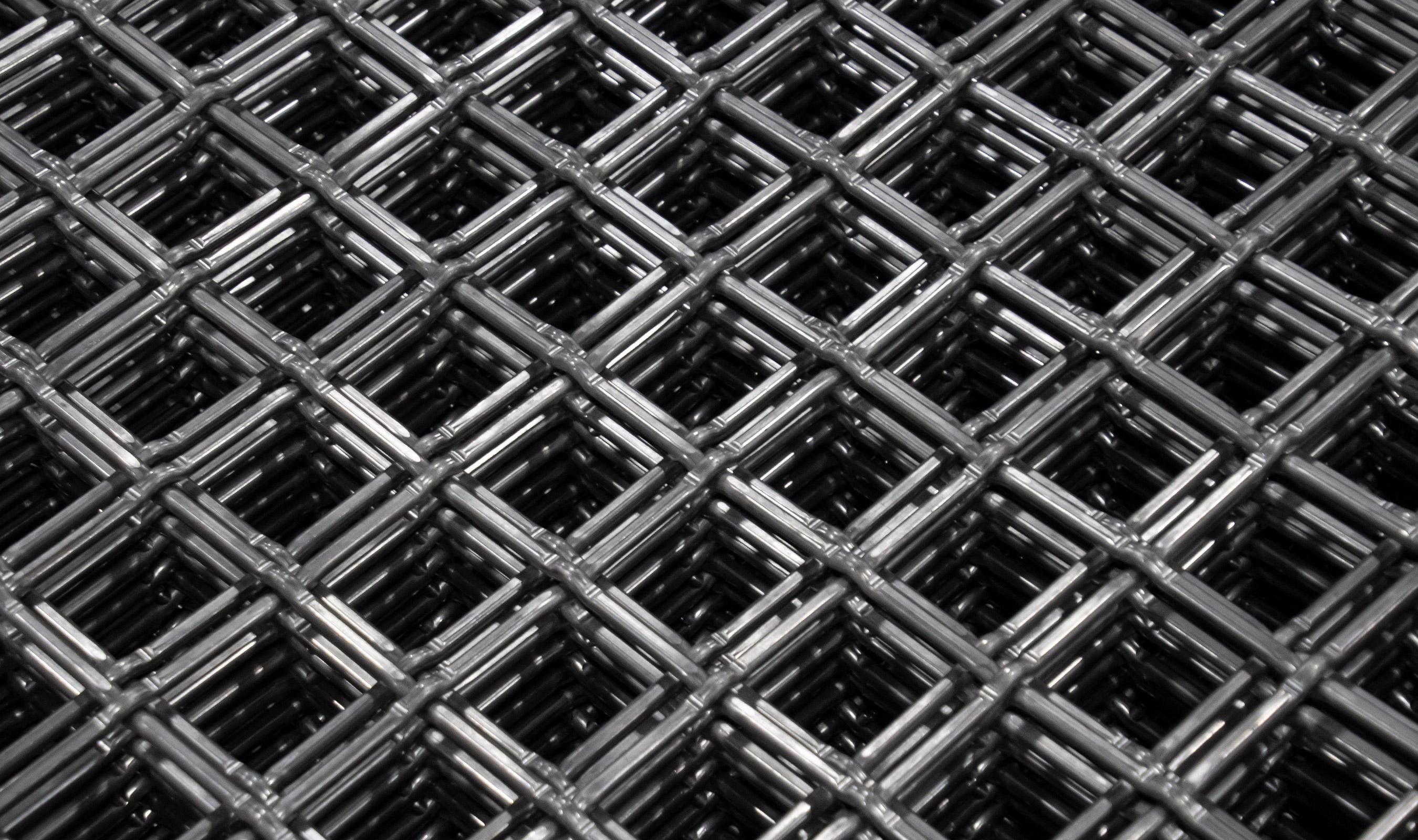 L-64 Woven wire mesh in plain steel