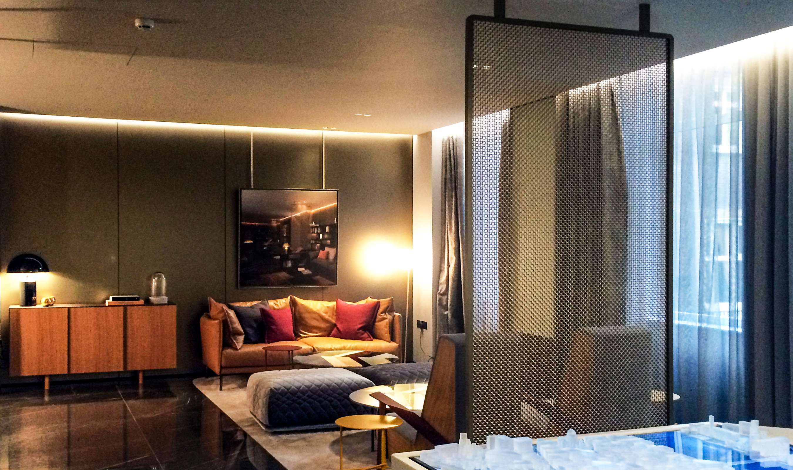 The softer lines of M22-83 is a stunning wire mesh choice in this room.