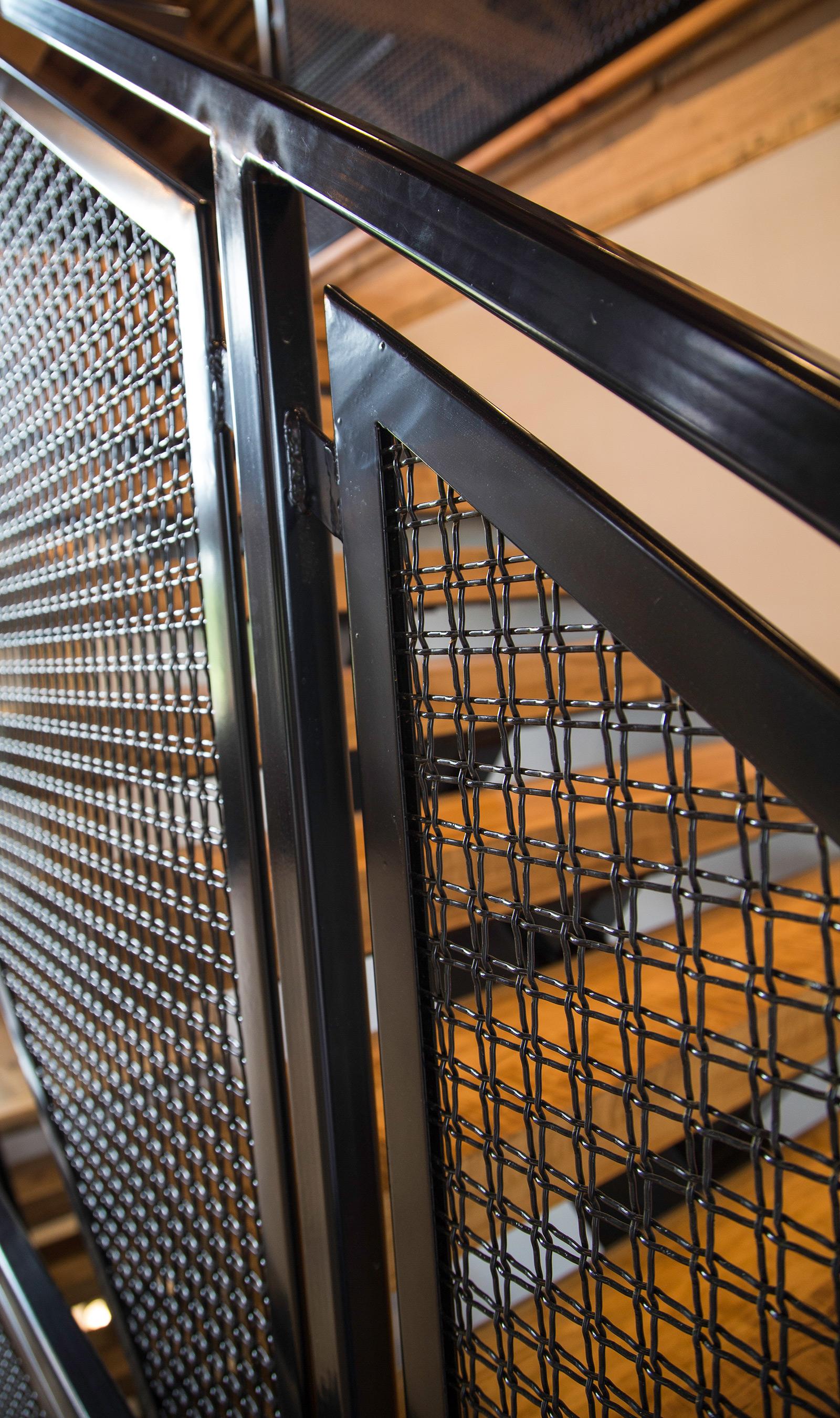 Banker Wire U-edge frames