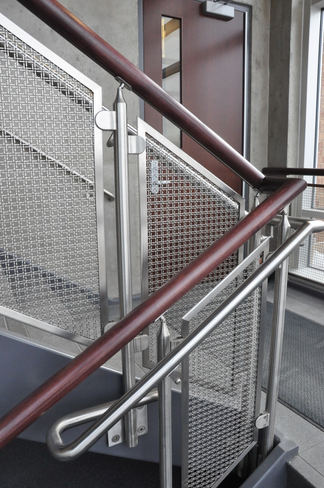 M22-22 woven wire mesh infill panels is mounted using glass clips in this new university building.