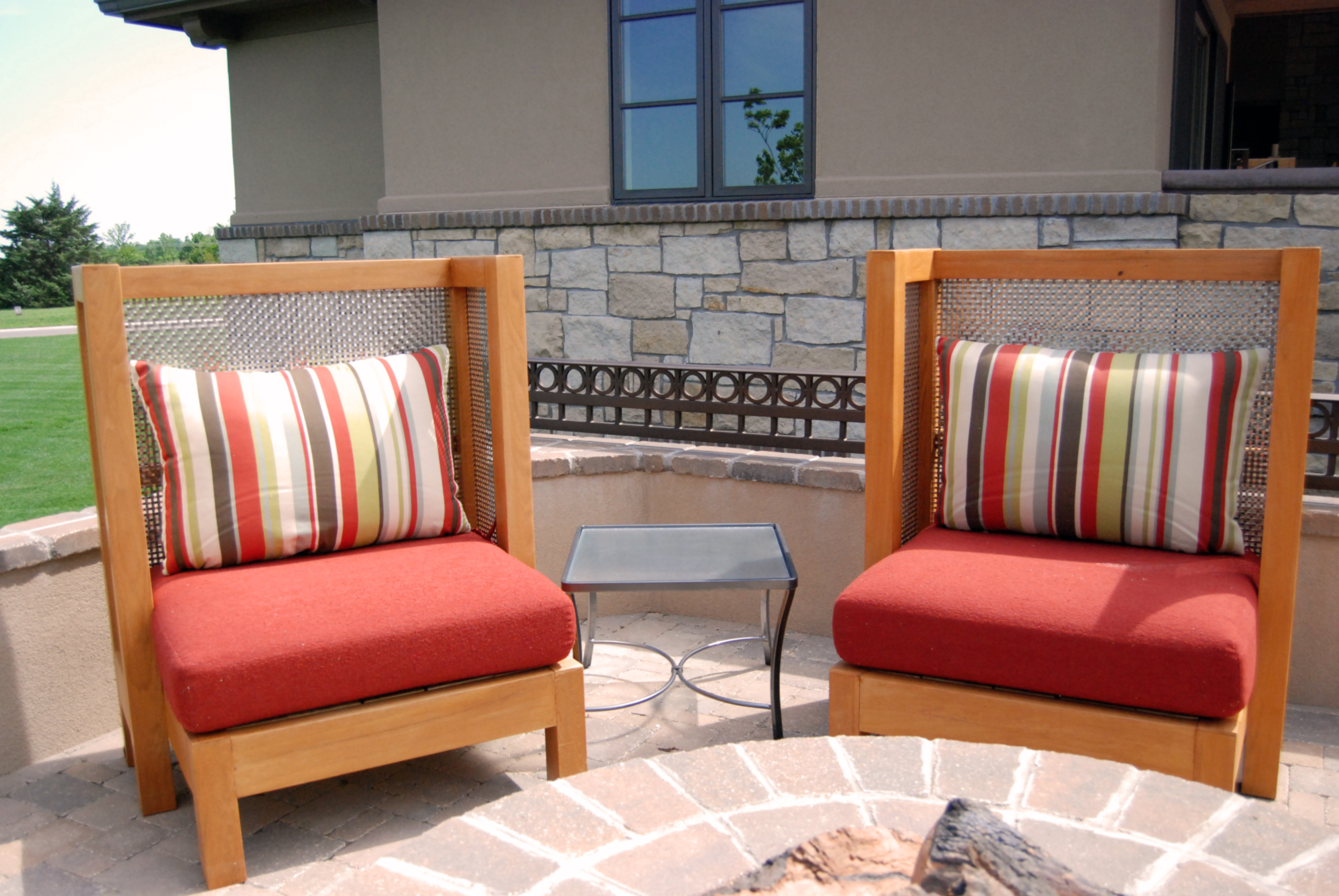 The Banker Wire mesh absorbs warmth from the fire pit.