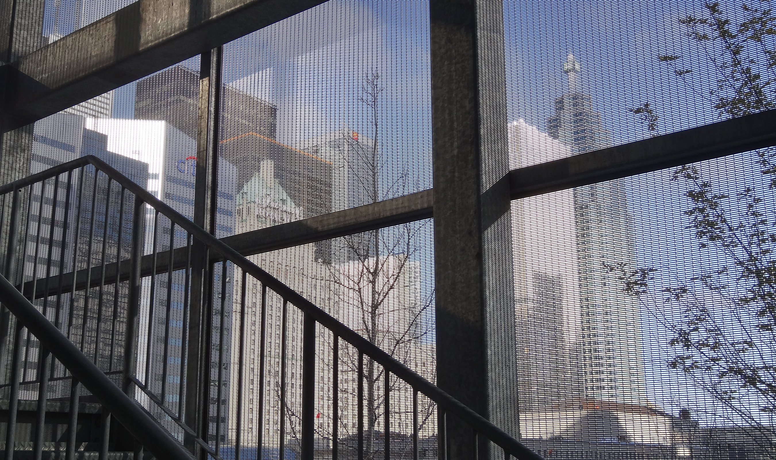 The stainless steel LPZ-62 wire mesh panels create a semi-transparent skin to provide views of the city.