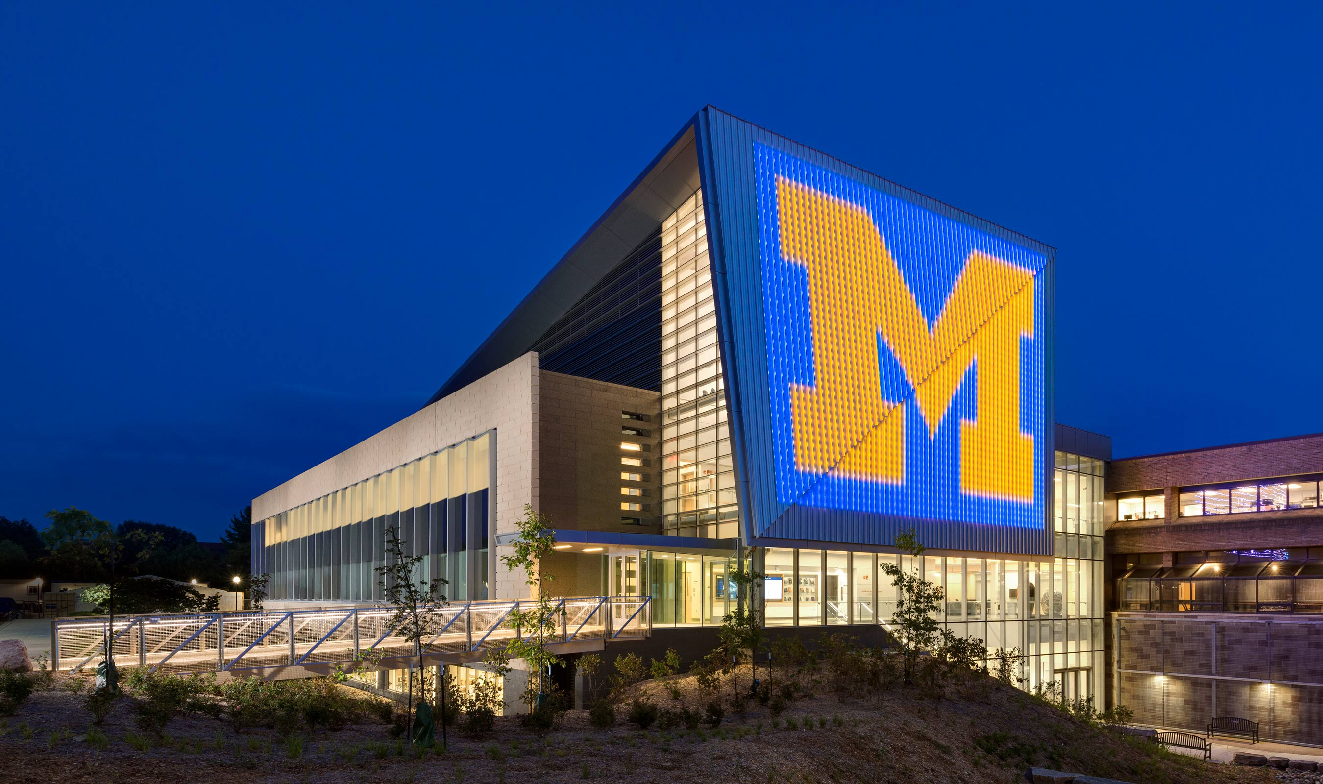 University of Michigan uses Banker Wire's LZ-55 as wire mesh railing in fill on bridge.