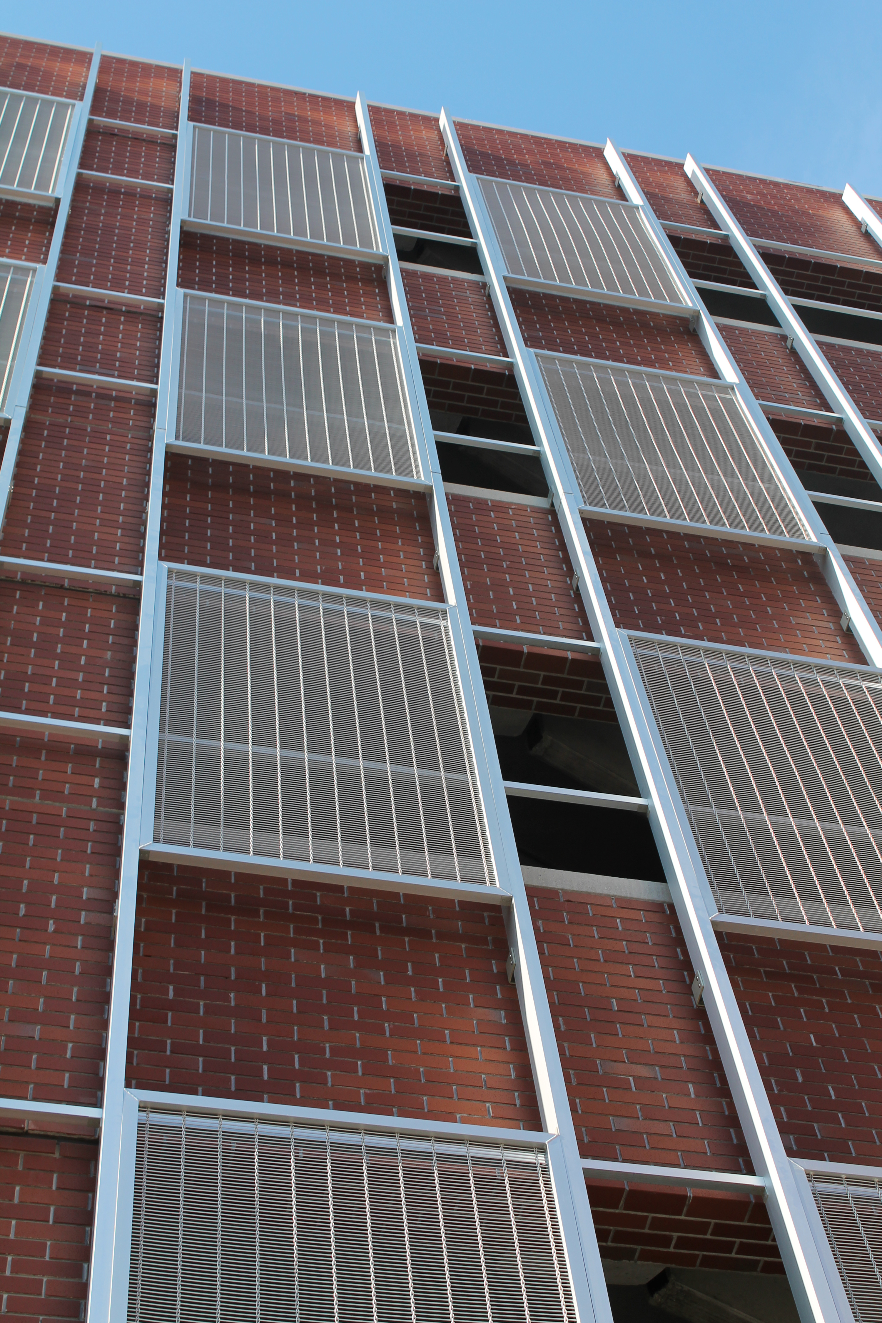 Banker Wire Aluminum M13Z-145 decorative wire mesh panels adorn the new 350-space parking structure located in Haverhill, Massachusetts.