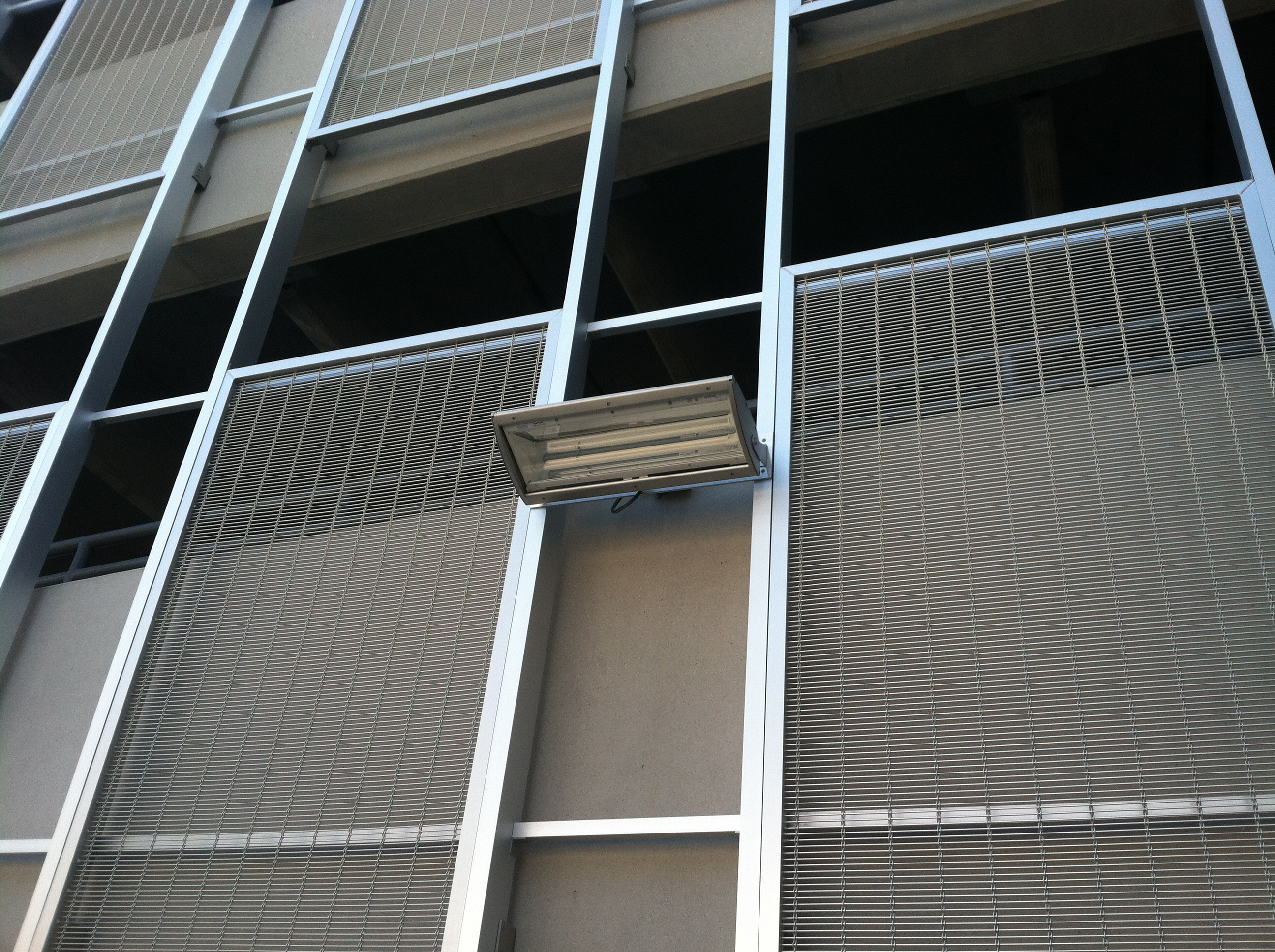 The Banker Wire aluminum screen panels are mounted to aluminum tube and angle.