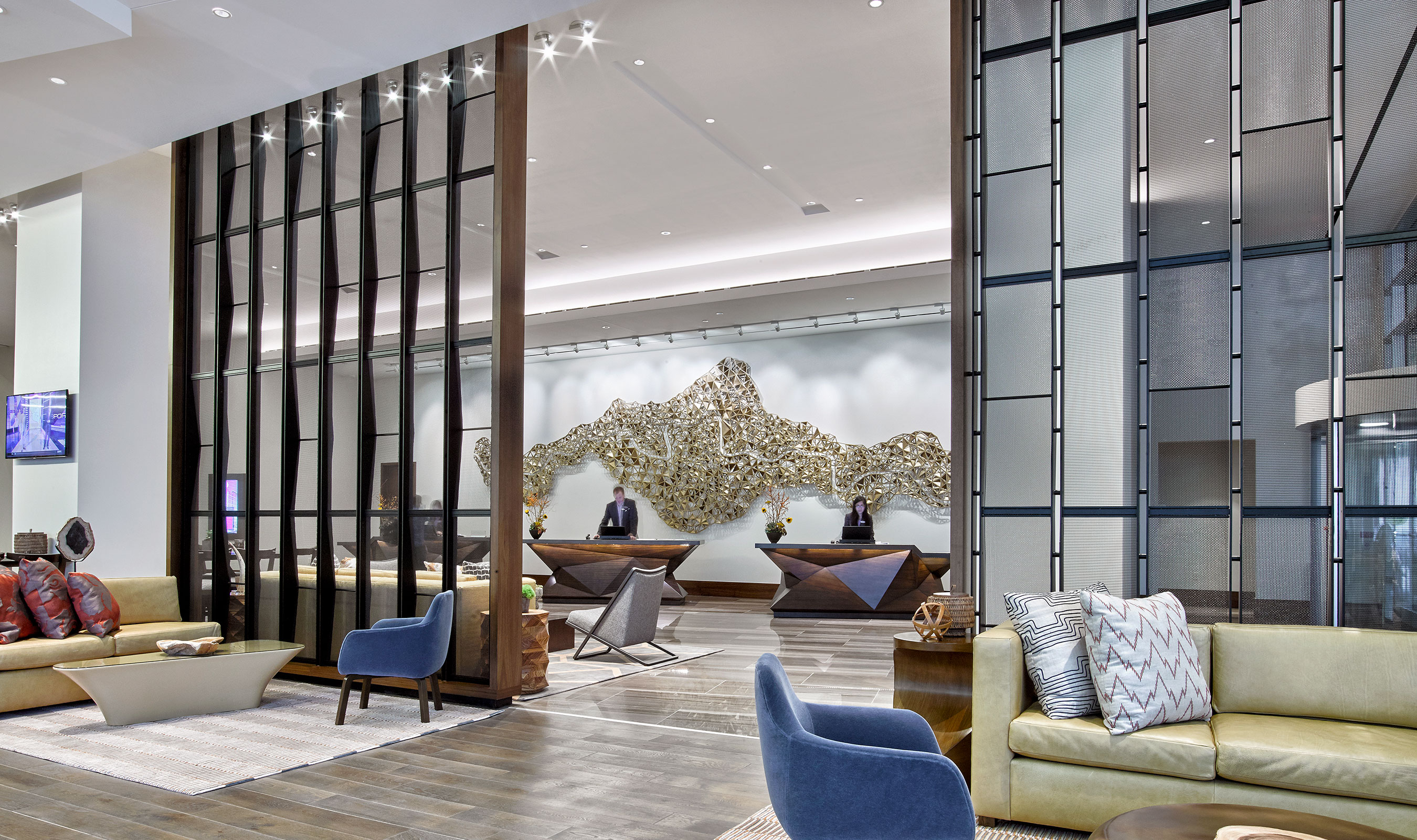 Overall, the full-height metal screens that undulate in and out, maintain transparency and allow daylight to permeate the lobby.