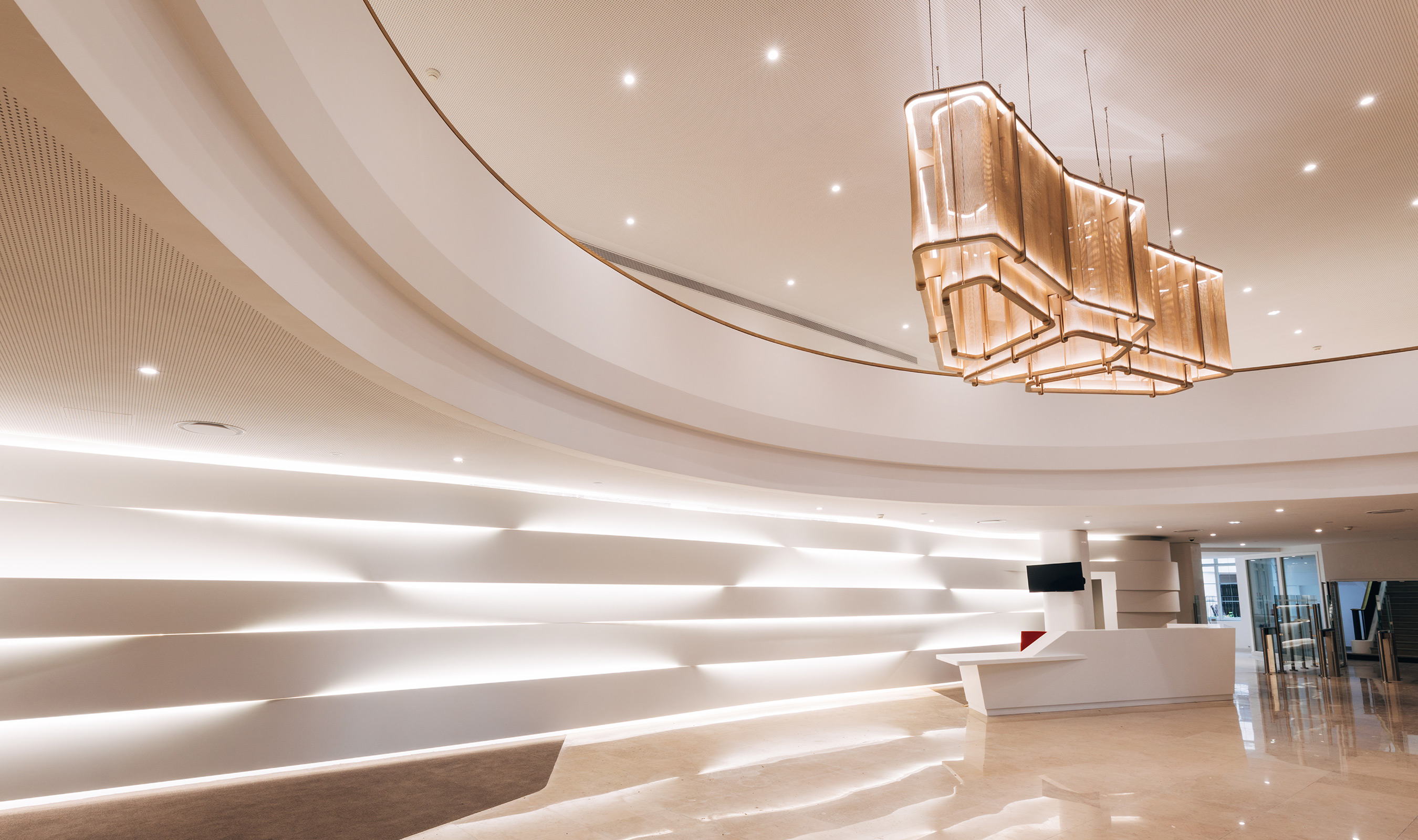 Approximately 615 square feet of Banker Wire's IPZ-25 pattern woven in stainless steel and bronze was used to complement the Art-Deco-inspired interior architecture
