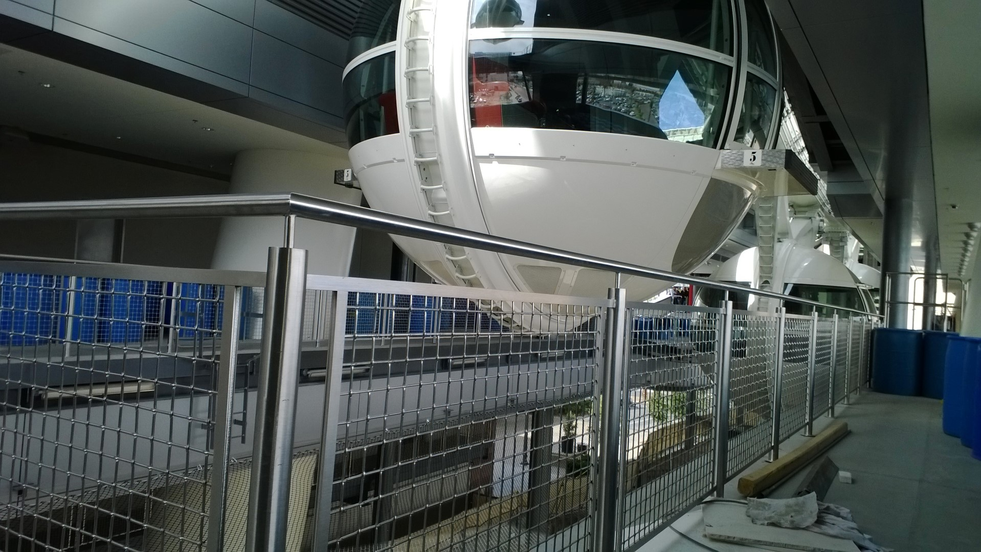 The Banker Wire L-62 metal fabric used at the High Roller has a contemporary look that matches the wheel's sleek aesthetic.