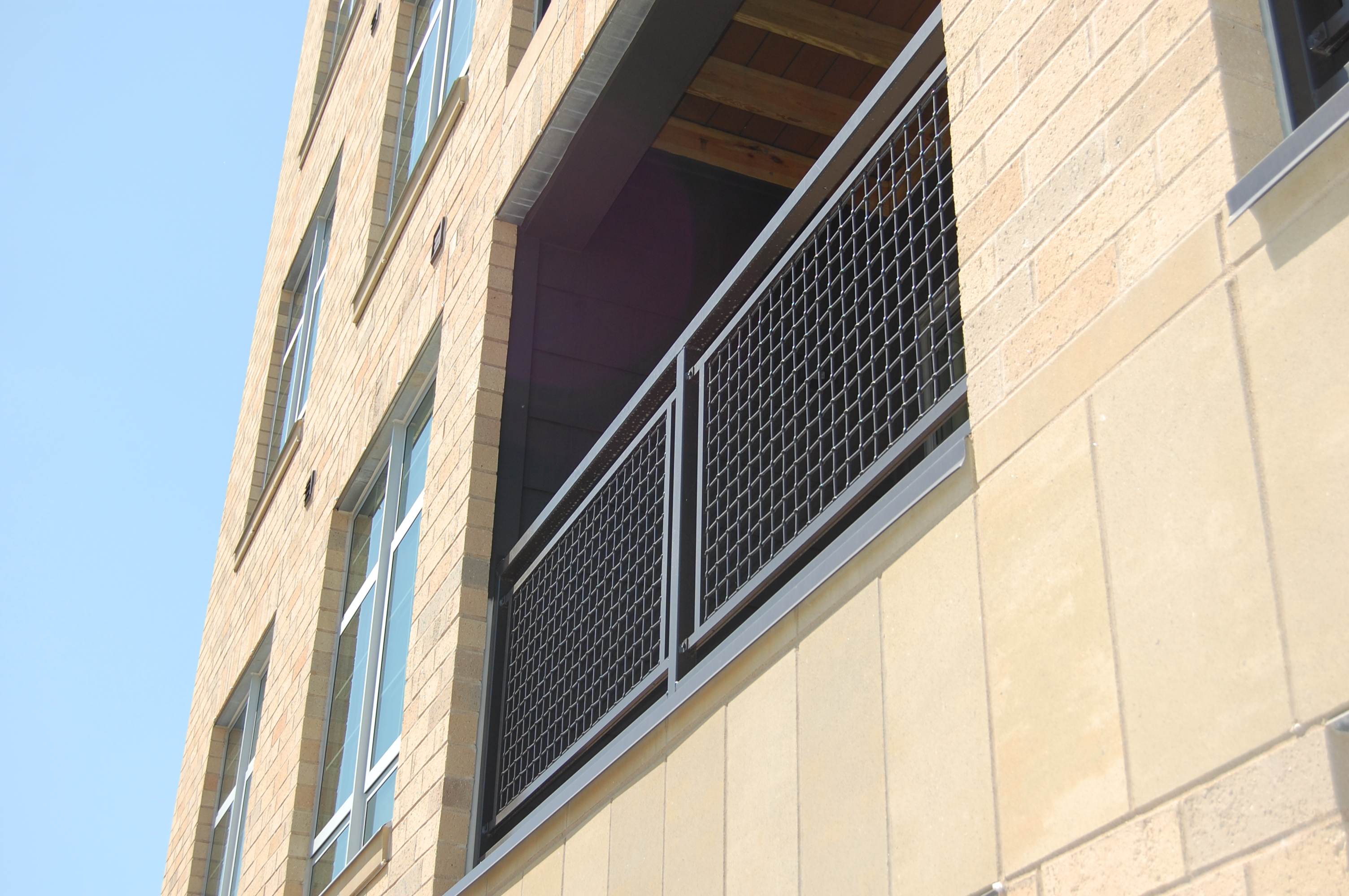 Metal fabric offers corrosion resistance and durability.
