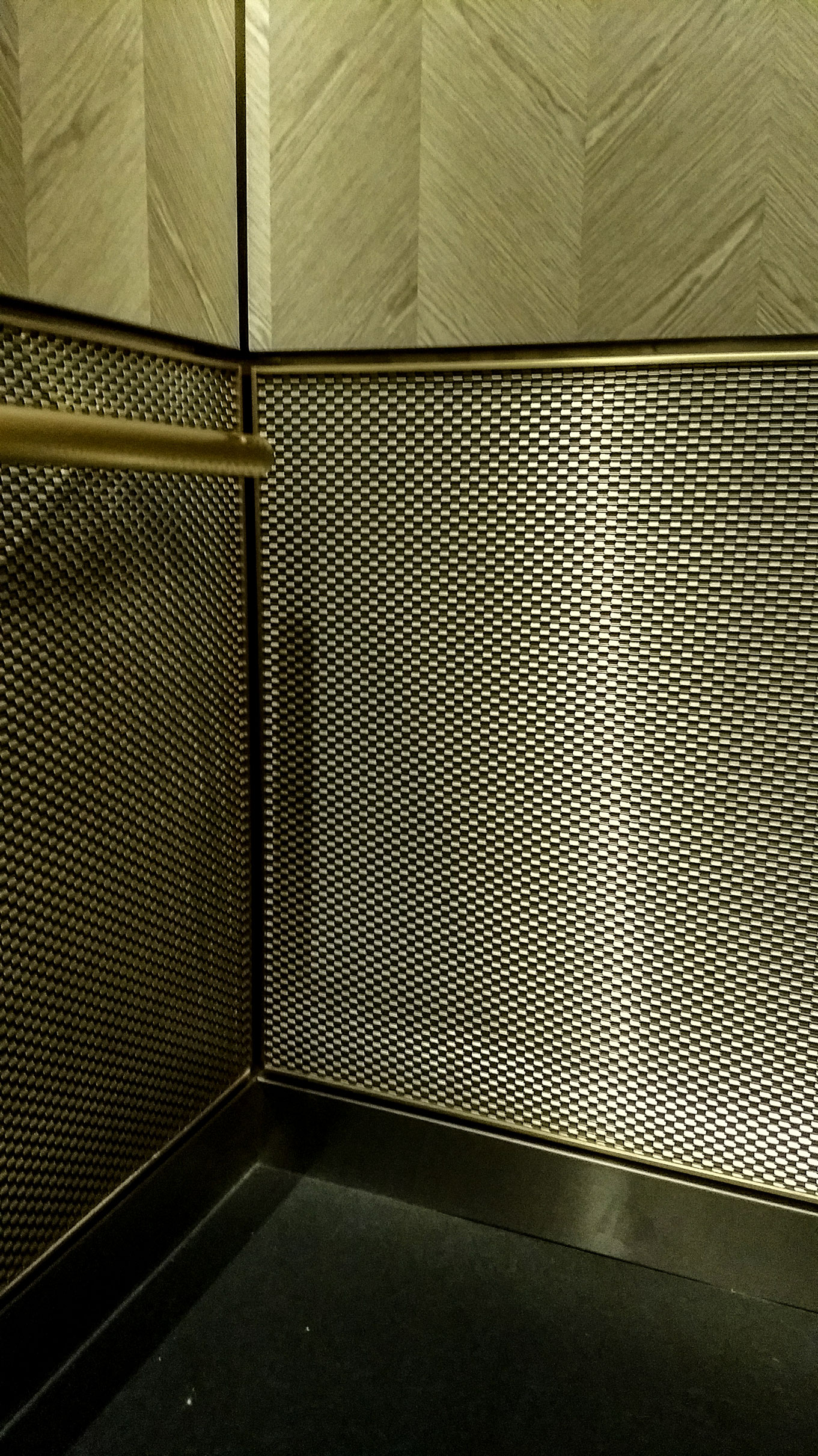 DS-1 is a flat wire architectural mesh pattern used most frequently in surfacing applications.