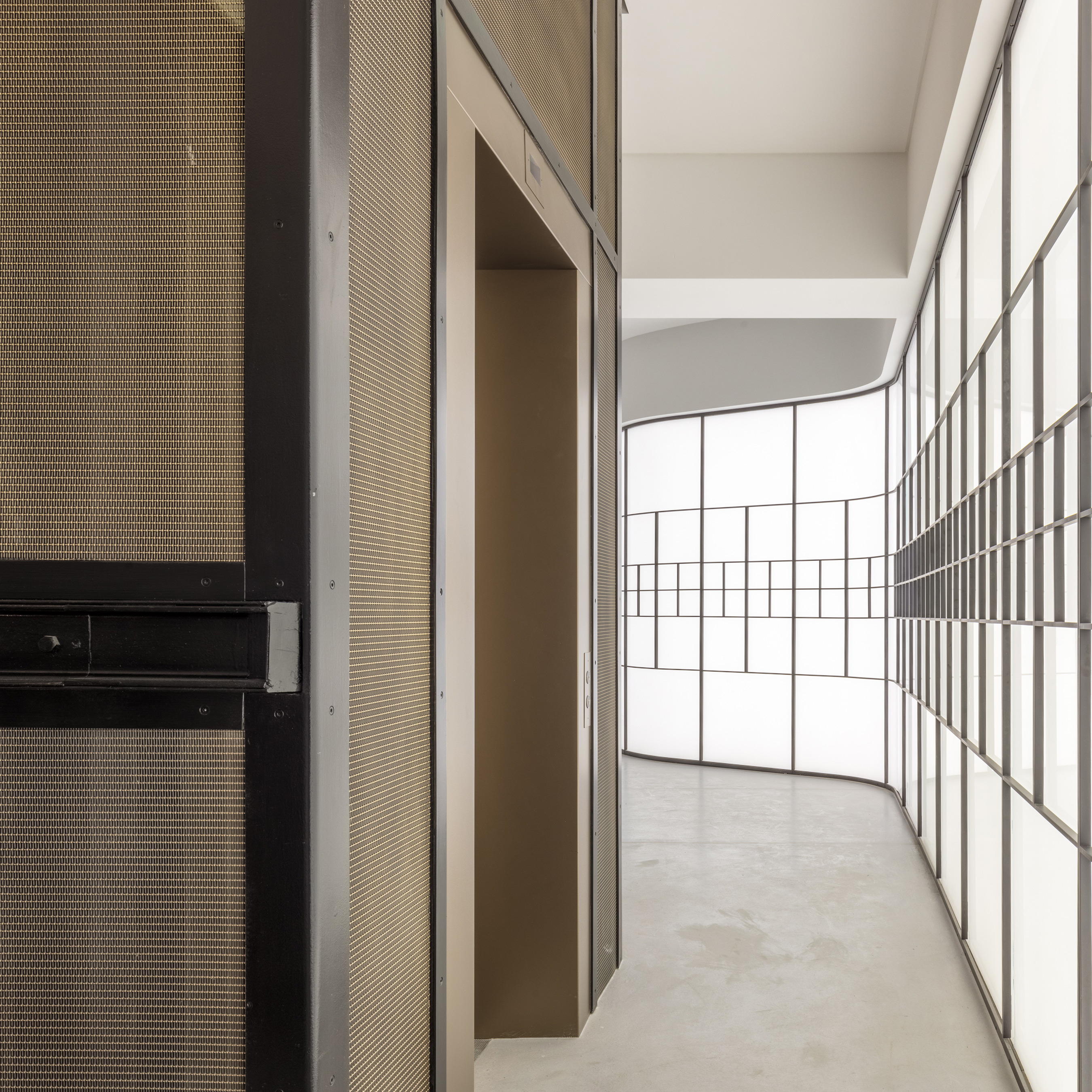 LPZ-71 with a decorative plating secondary finish emulates the feeling of luxury and sophistication that the Hatton Garden Street is historically known for.