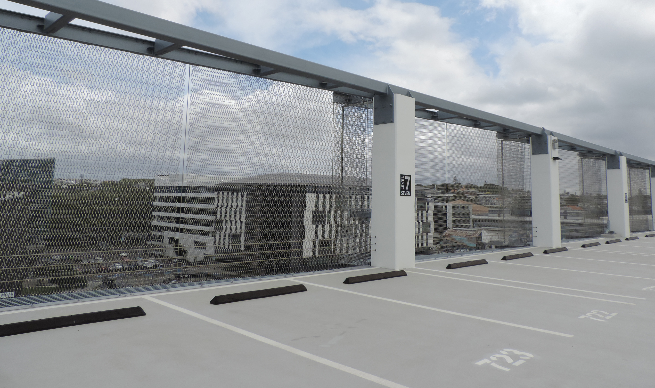 Dune 40100 flexible mesh for parking structure