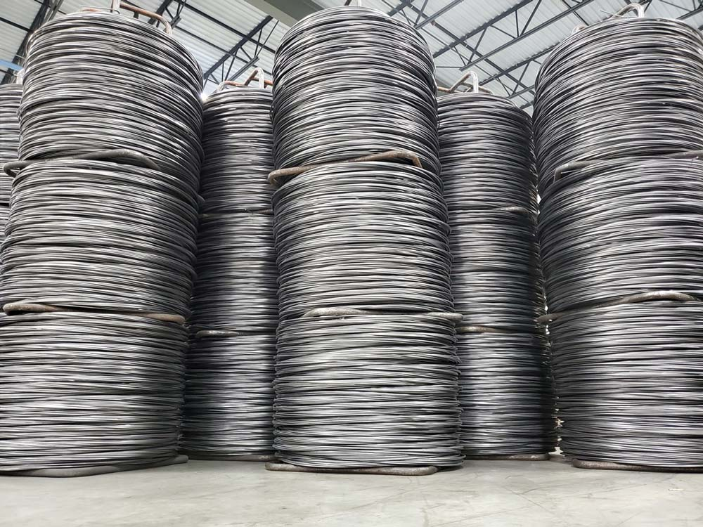 Banker Wire maintains an inventory of stainless steel, plain steel, pre-galvanized, weathering steel, and Galfan for our wire mesh.
